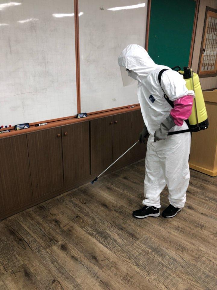 살균소독제 도포 중